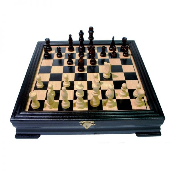 Подарък - шах в дървена кутия