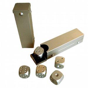 метални зарчета комплект в кутия