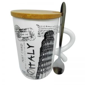Красива чаша с капак от бял порцелан