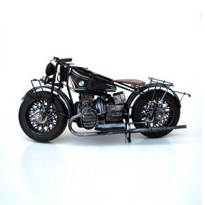 метална фигура на мотор