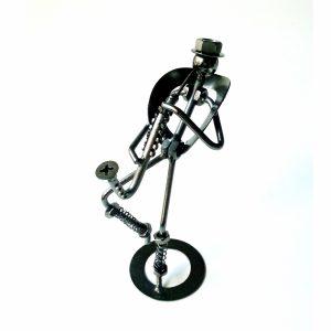 метална фигура на саксофонист