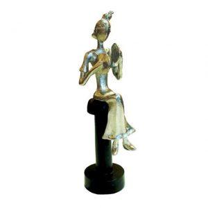 дизайнерска фигура от метал