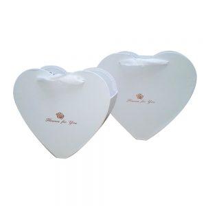 кутии за букети с форма на сърце