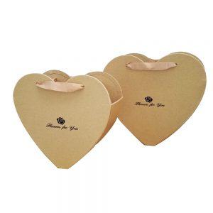 кутии за букет с форма на сърце