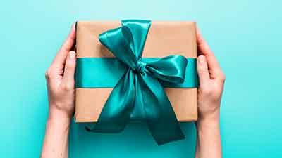 Подаръци и история на подаряването